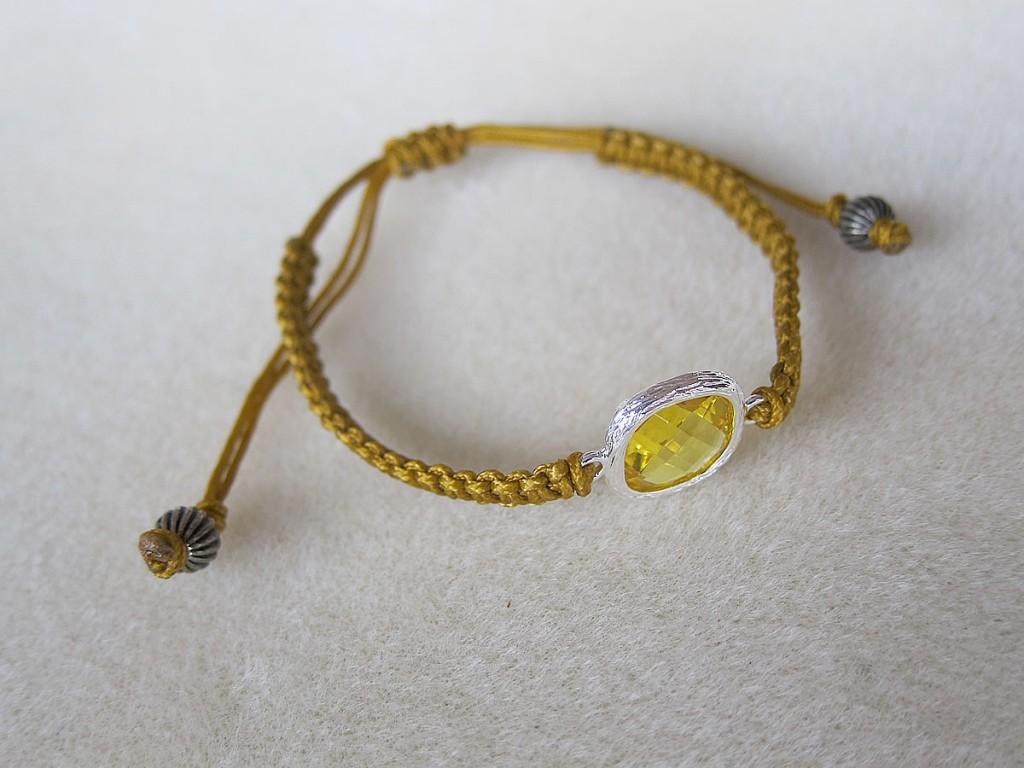 flat knot bracelet karashi1
