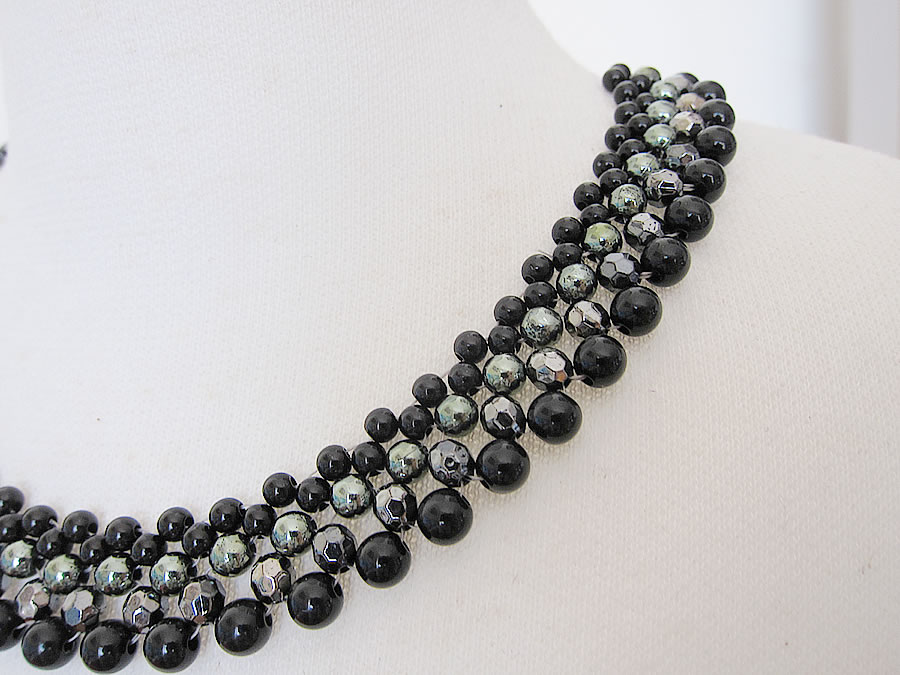 party necklace black 2