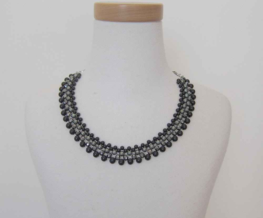 party necklace black