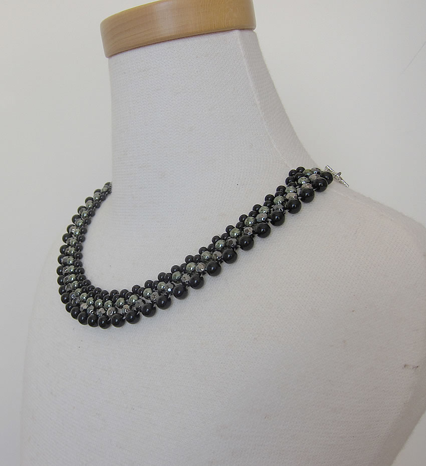 party necklace black1