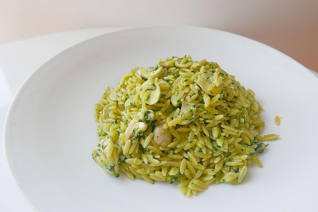 Orzo pasta with spinach paste | Dans la lune