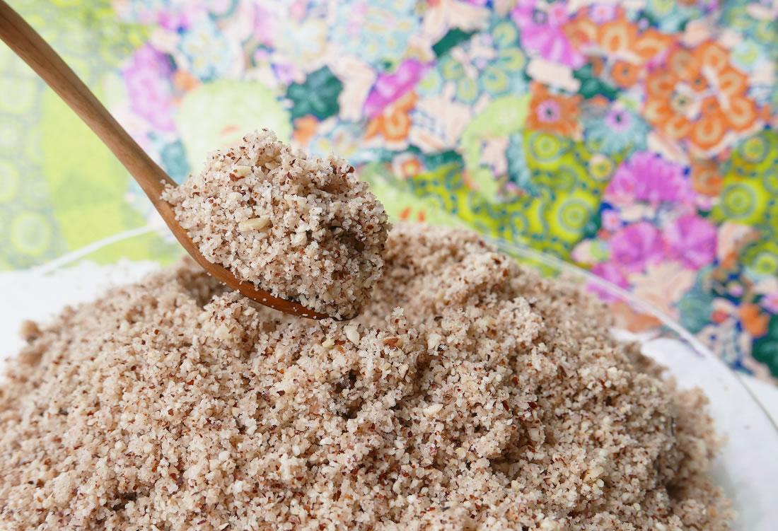 Hazelnuts praline powder