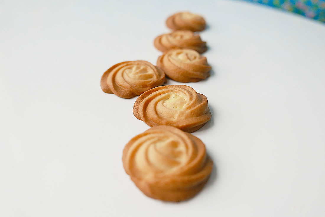 Squeeze vanilla cookies