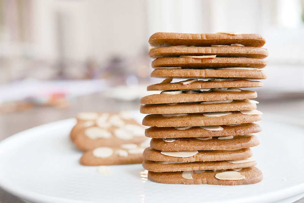 Almond thin cookies