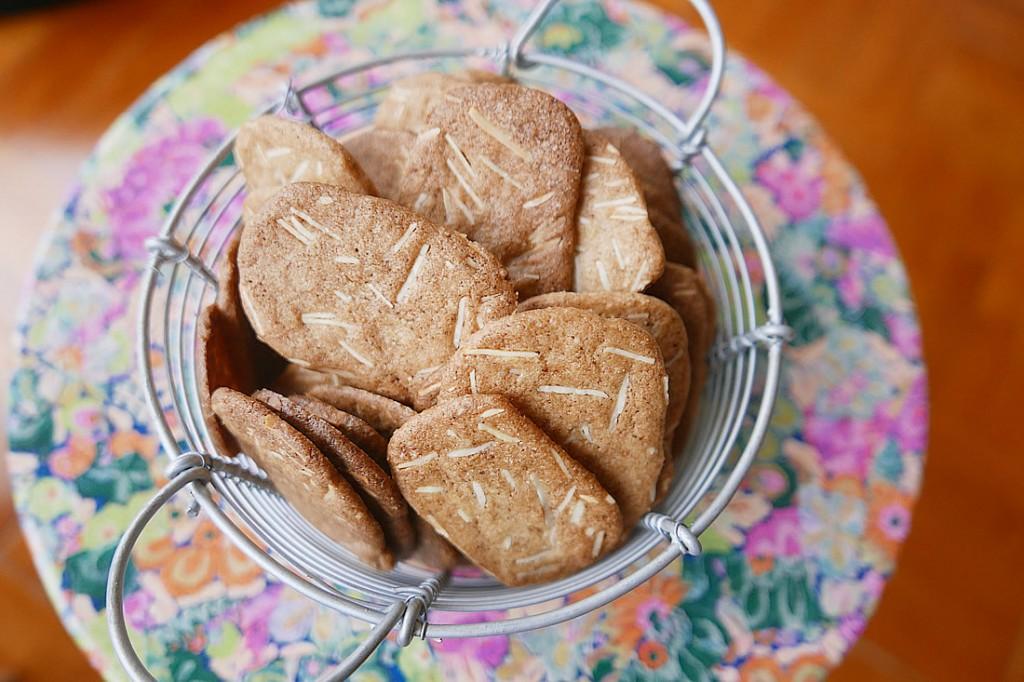 almond thin3