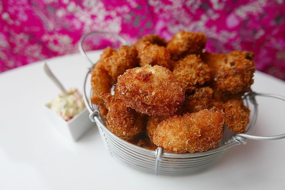 Crispy Fish Bites with tartar sauce