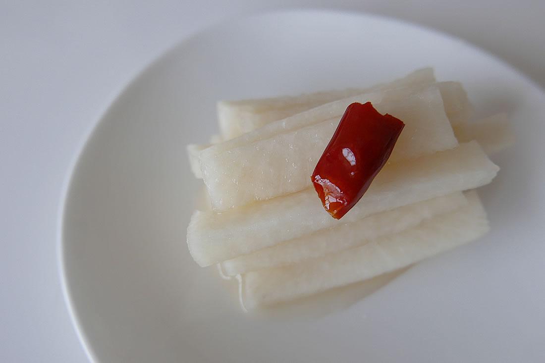 Sweet pickled radish – Amazu daikon