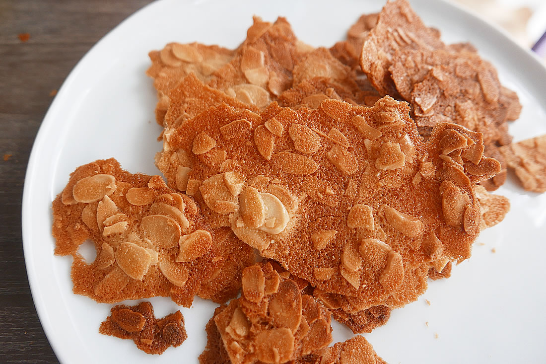 Almond wafers (Tuile aux amandes)