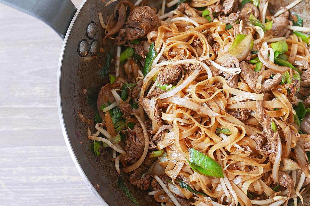Beef Stir Fried Rice Noodle Chow Fun Dans La Lune