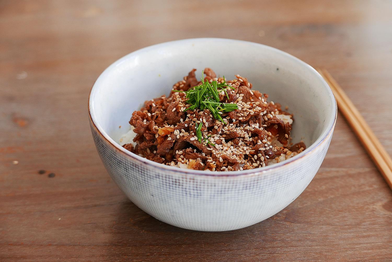 Yakiniku Donburi - Grilled beef bowl